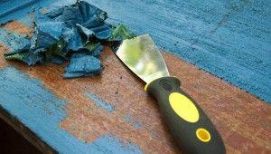 Jak skutecznie usunąć farbę olejną zdrewna?