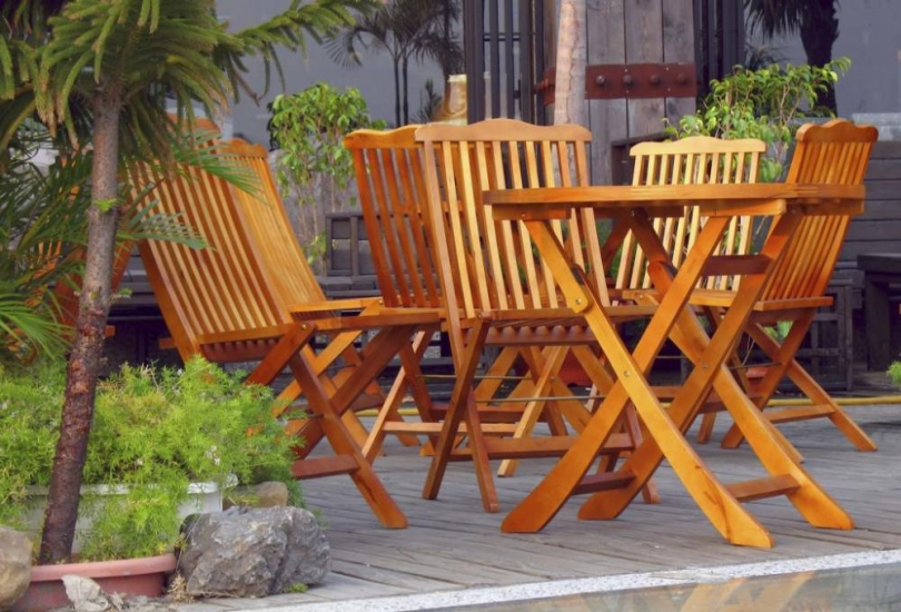 Czym zabezpieczyć meble ogrodowe