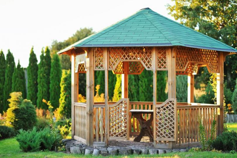 Podpowiadamy czym zabezpieczyć drewnianą altanę