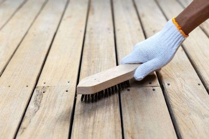 Szczotkowanie drewna