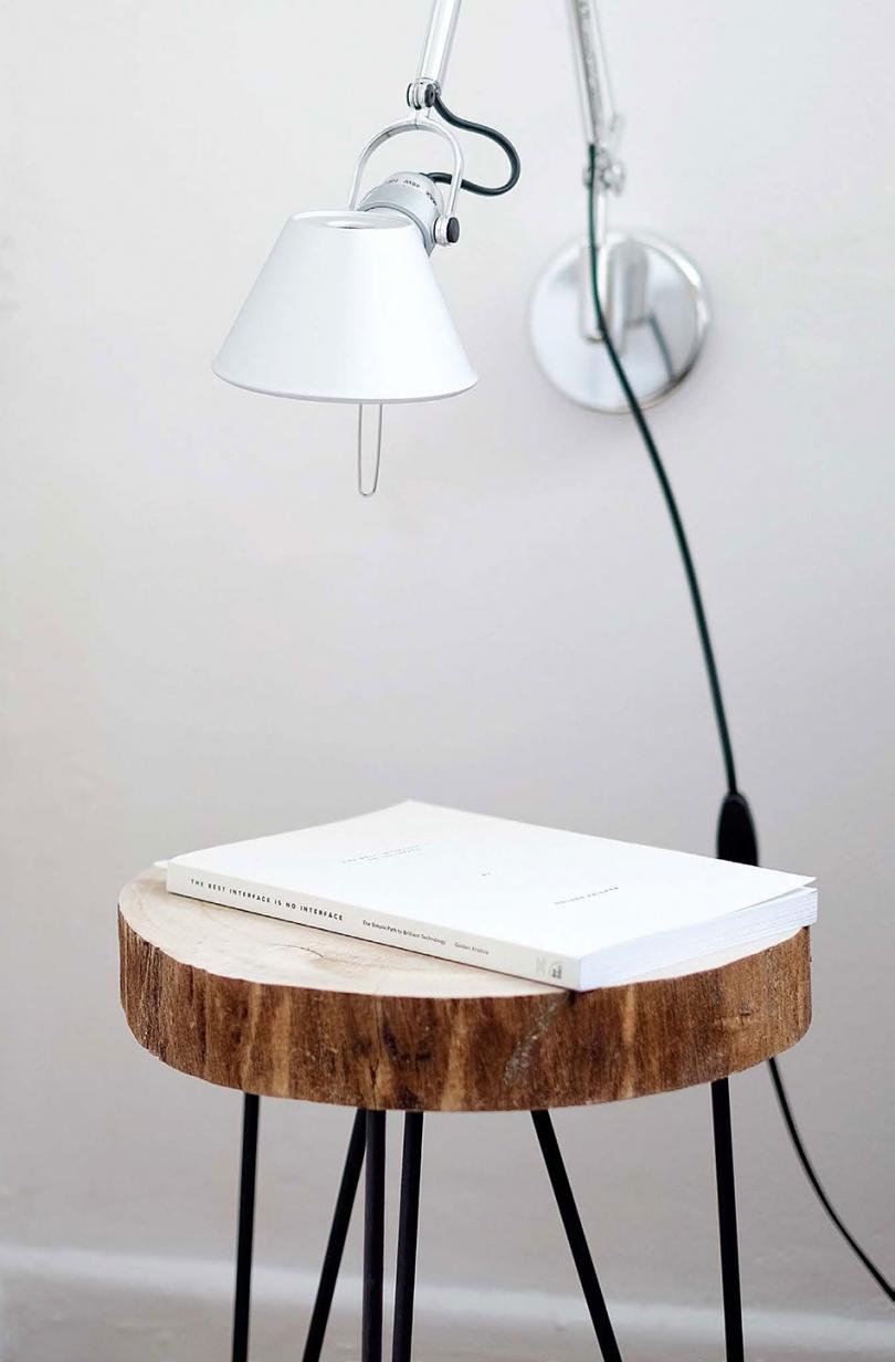Stolik zsurowego drewna