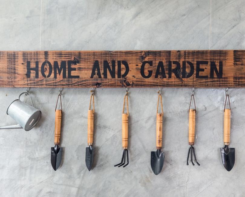 Wieszak na narzędzia ogrodowe
