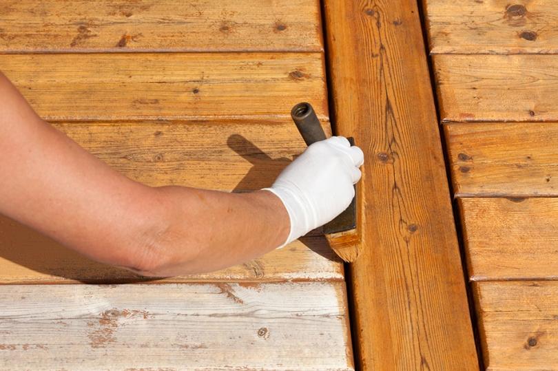 Zabezpieczanie drewnianych desek balkonowych