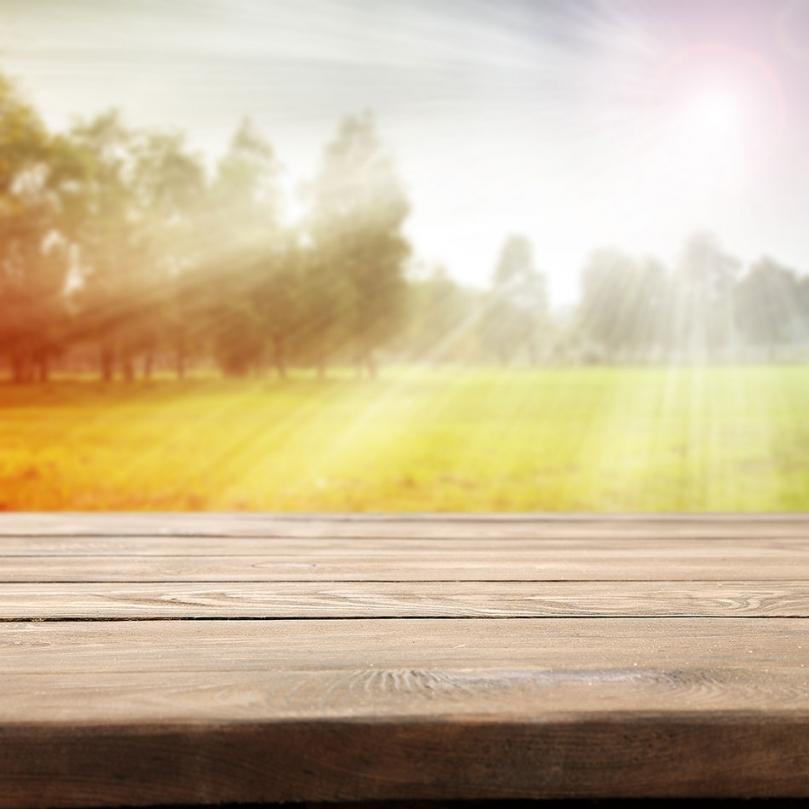 Drewno poddawane działaniu promieni słonecznych