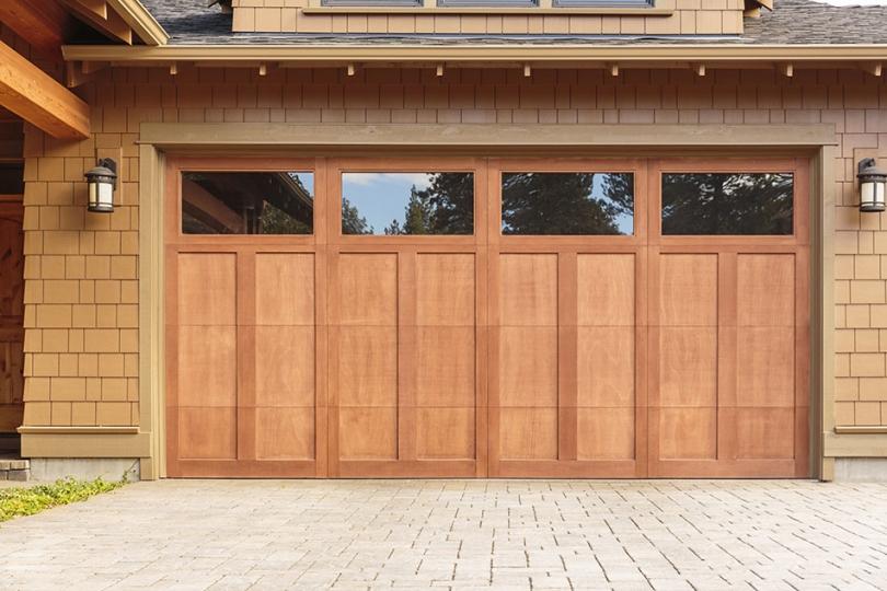 Drewniane drzwi do garażu