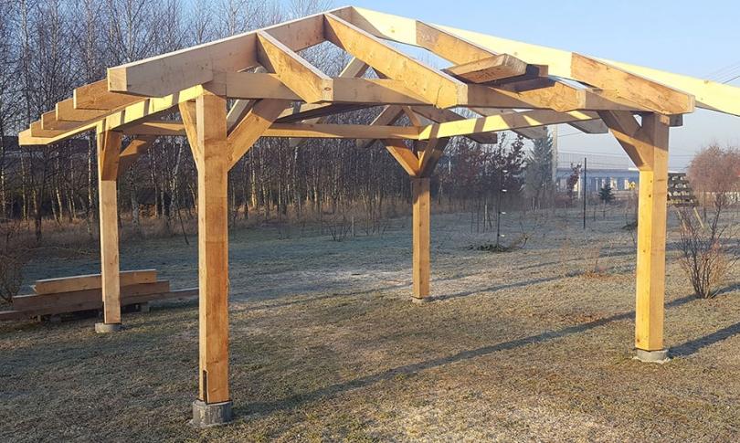 Drewniana konstrukcja zbelek
