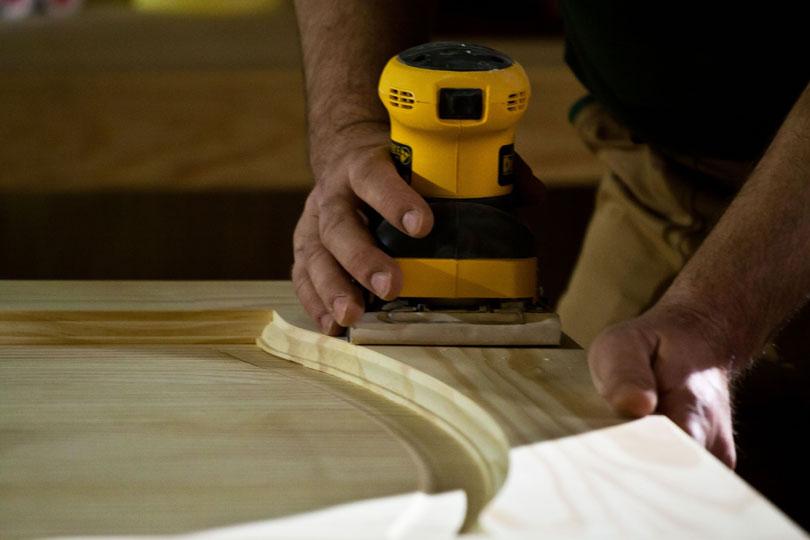 Szlifowanie drewna szlifierką do drewna