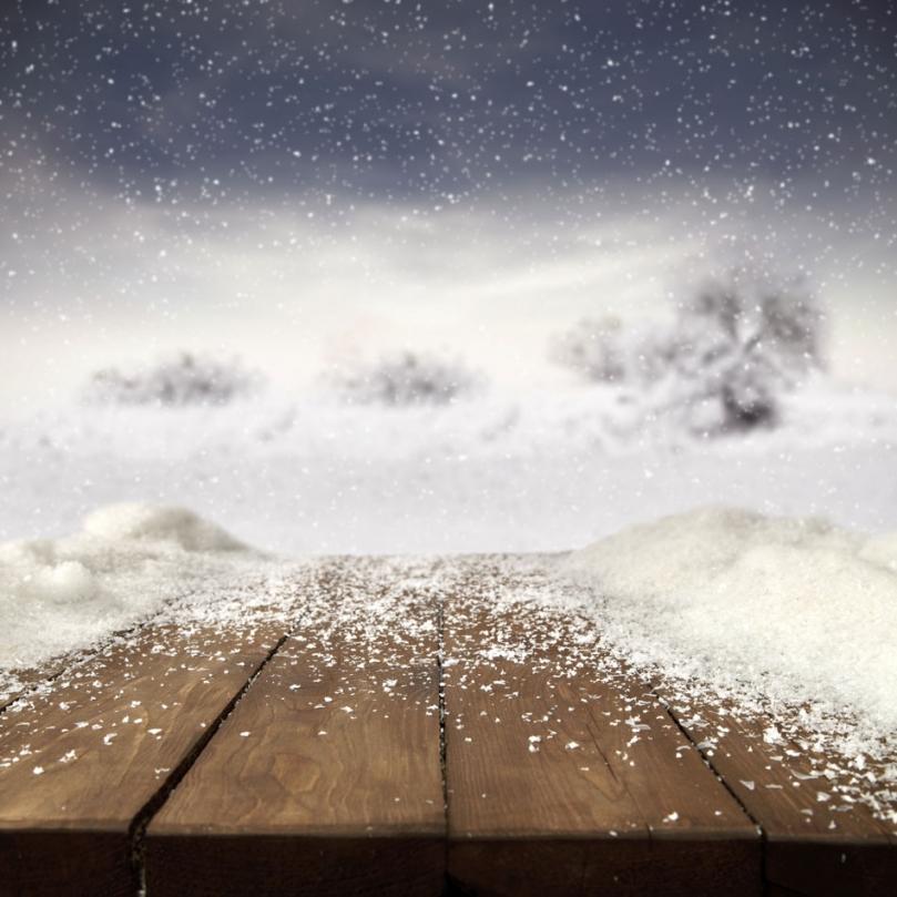 Drewno pokryte śniegiem