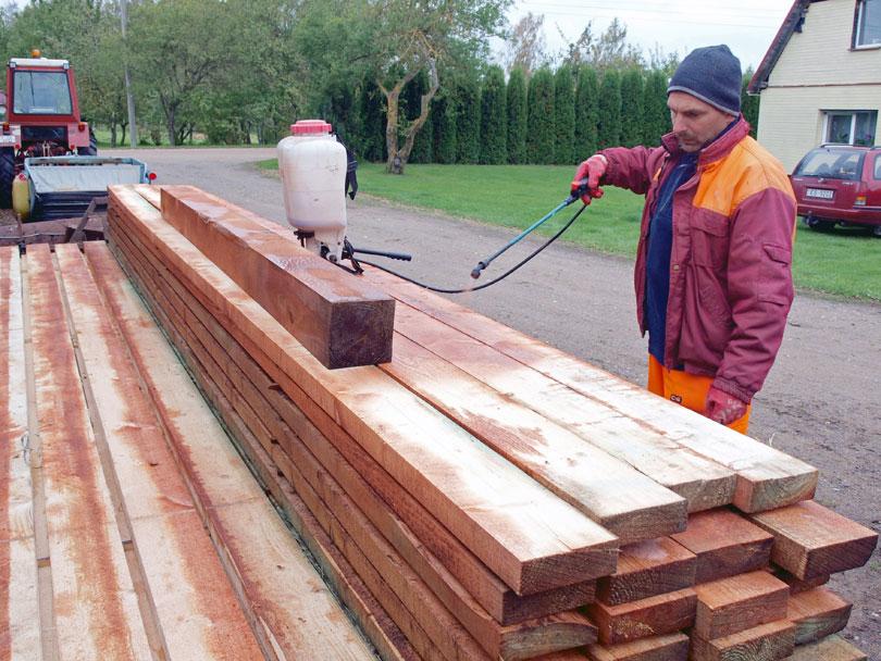 Malowanie natryskowe drewna konstrukcyjnego