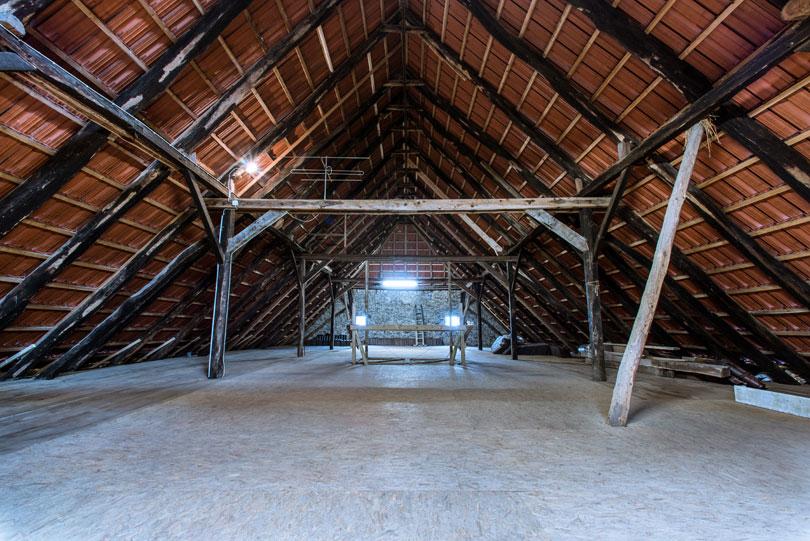 Uszkodzona więźba dachowa