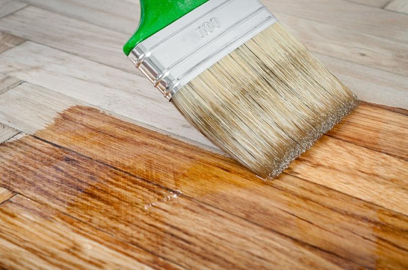 Odnawianie starej drewnianej powierzchni