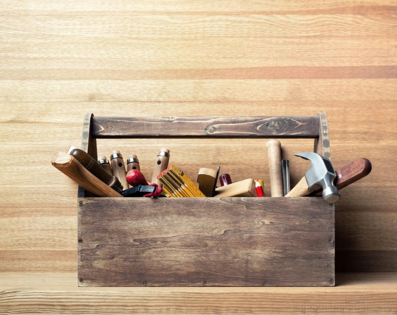 Narzędzia przydatne przy odnawianiu mebli