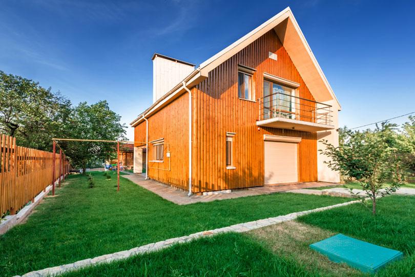 Piętrowy dom drewniany