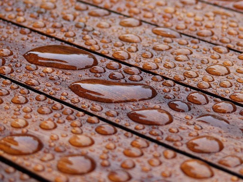 Drewno narażone na wodę wpostaci deszczu