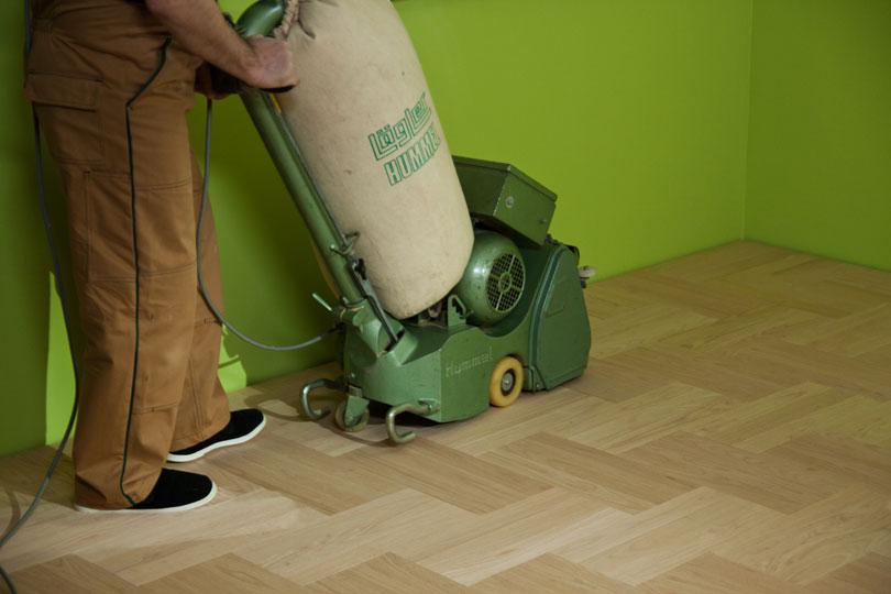 Cyklinowanie podłogi przez fachowca