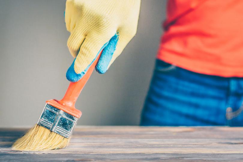 Malowanie drewnianej powierzchni