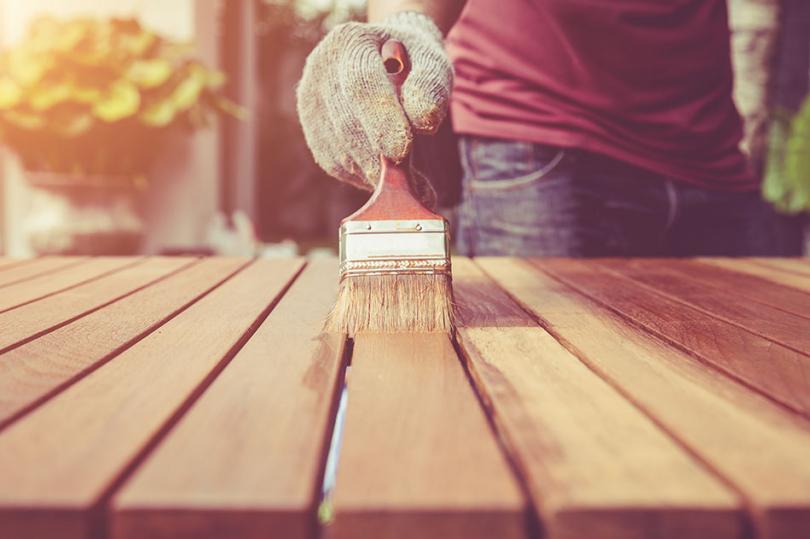 Malowanie mebla ogrodowego
