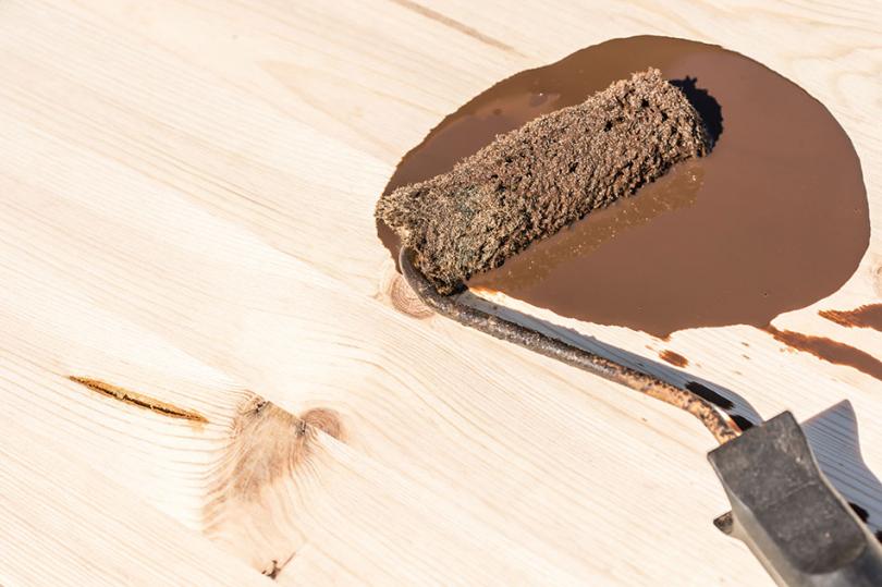 Impregnacja drewna zwykorzystaniem wałka