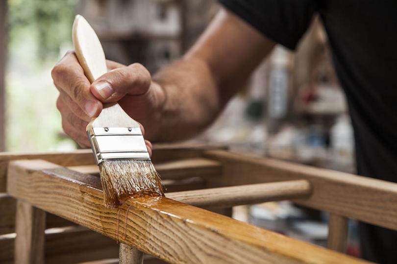 Zabezpieczanie drewnianej ozdoby ogrodowej