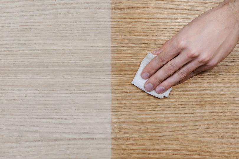 Olejowanie drewnianej dębowej powierzchni