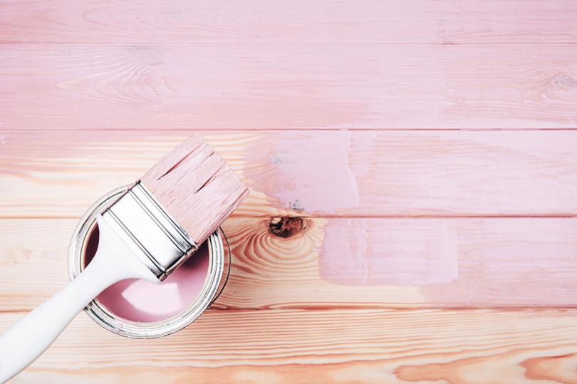 Przemalowanie podłogi na różowy kolor