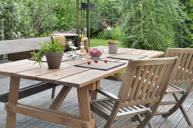 Stół ogrodowy zdrewna