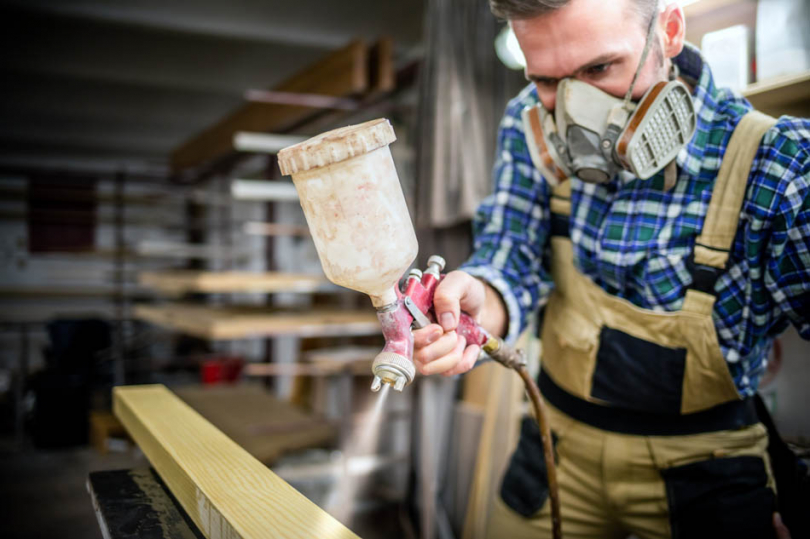 Malowanie drewna natryskowo
