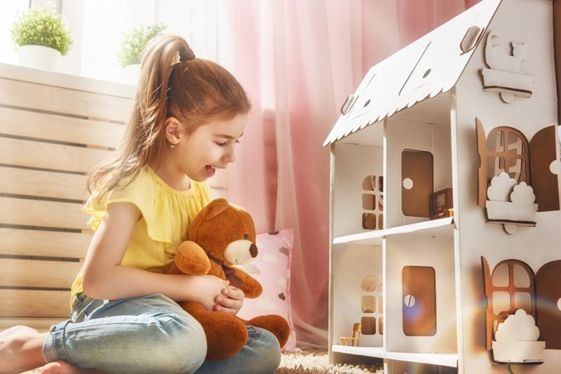 Zabawa zwykorzystaniem domku dla lalek