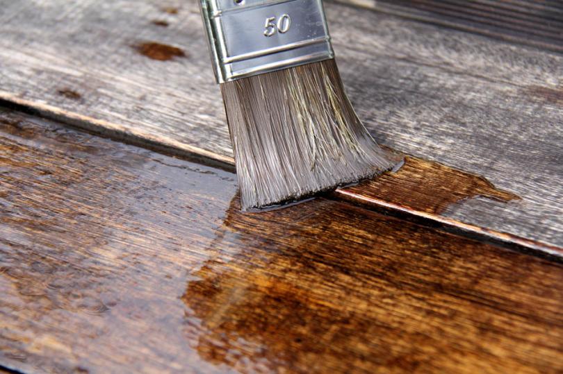 Bejcowanie starego drewna